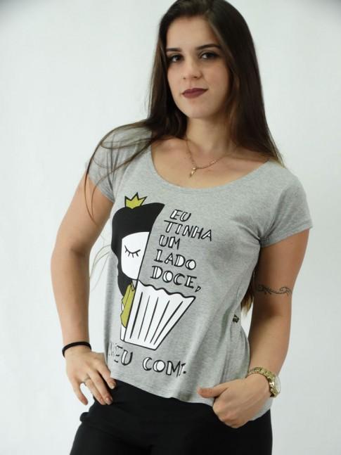 T-shirt em Viscolycra Mullet Estampada Um Lado Doce