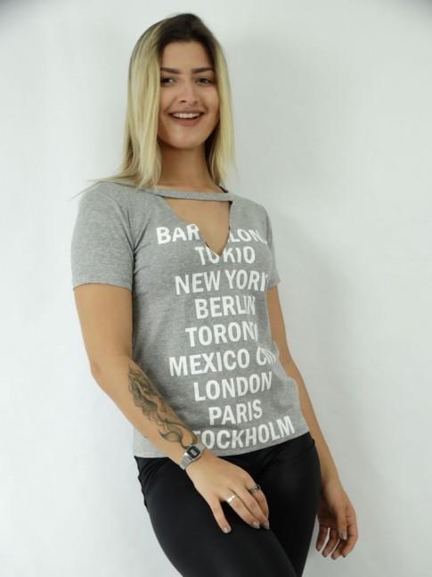 T-shirt em Viscolycra Recorte V Estampa Dizer de Lugares
