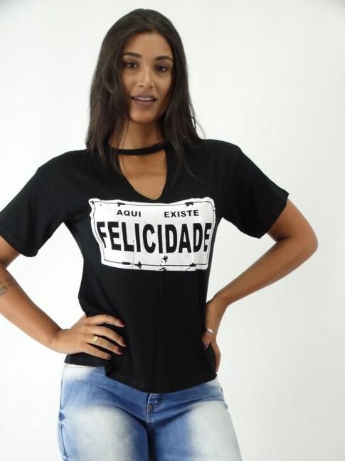 T-shirt em Viscolycra com Recorte V Estampa Placa Felicidade