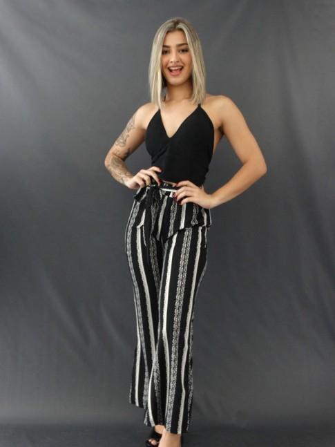 Calça Pantalona com Fenda e Faixa Lateral em Crepe de Malha Listras Preto e Branco Pingos [2011187]