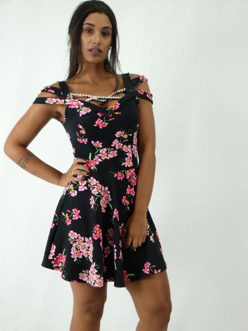 Vestido em Jacquard Rodado Tiras e Abertura no Ombro Preto Flores Rosas