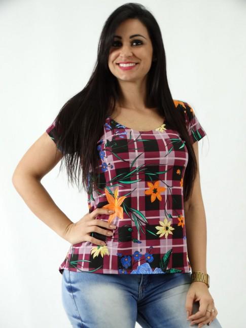 T-shirt em Viscolycra Mullet Estampada Xadez Vinho Flores