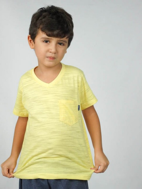 Blusa infantil gola V com bolso