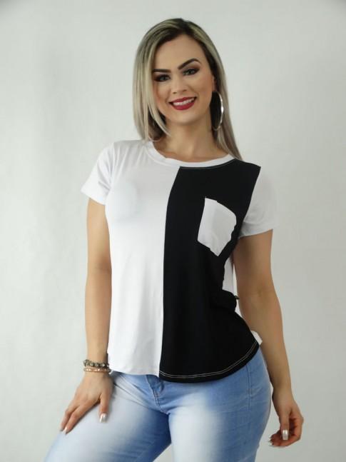 T-Shirt em Viscolycra com Bolso Branco com Detalhe Preto [1909257]