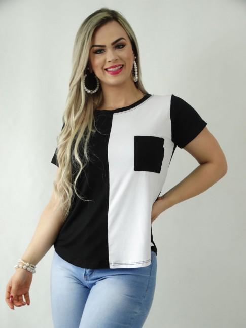 T-Shirt em Viscolycra com Bolso Preto com Detalhe Branco [1909085]