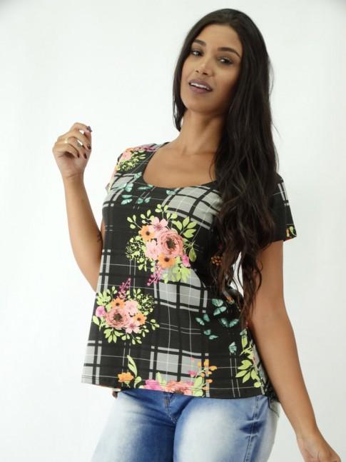 T-shirt em Viscolycra Mullet Estampa Preto Quadriculado com Flores