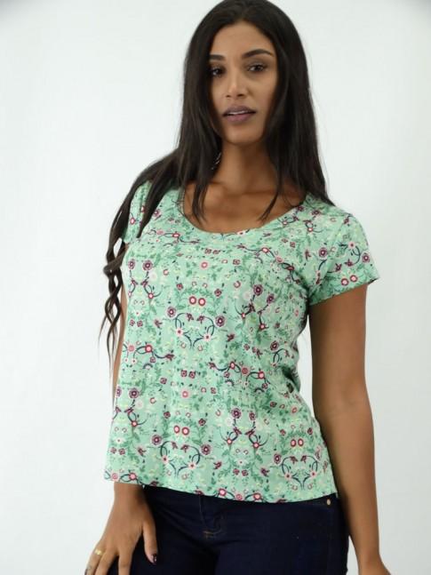 T-shirt em Viscolycra Mullet Estampada Verde Florzinhas