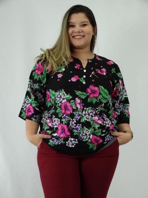 Blusa em Viscose Plus Size Meia Manga Preto Flores Rosas