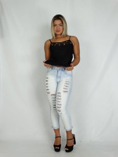 100 - Calça Jeans modelagem hot pants Delave Rasgos Localizados