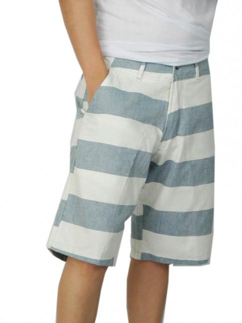 312-Bermuda cargo em brim com bolsos lateral e tras. listrada azul e branco