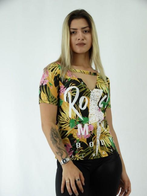 T-shirt em Viscolycra Recorte V Estampa Rock My