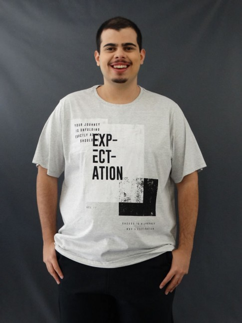 T-Shirt Masculina Estampada Quadrados Expectation Cinza Claro Plus Size [2010051]