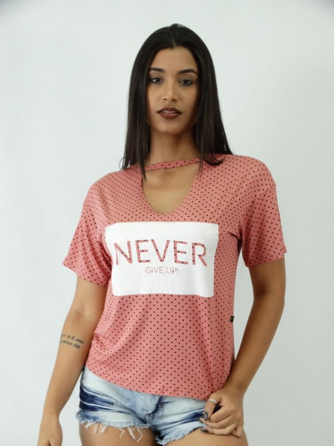 T-shirt em Viscolycra com Recorte V Estampa Never