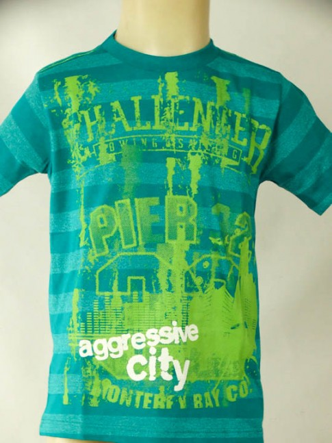 T-shirt infantil verde com estampa agressive city