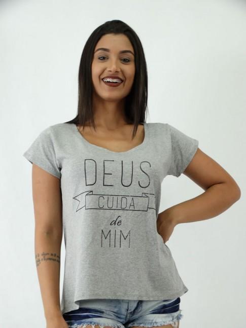 T-shirt em Viscolycra estilo Mullet Estampa Deus Cuida de Mim