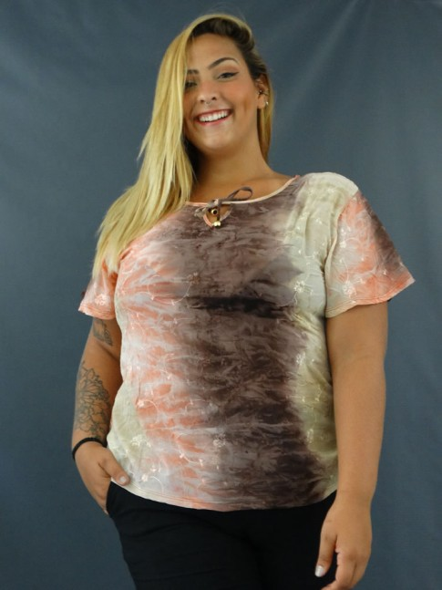 Blusa em Crepe Decote V com bordado Tie Dye Plus size Marrom e Coral [2008150]