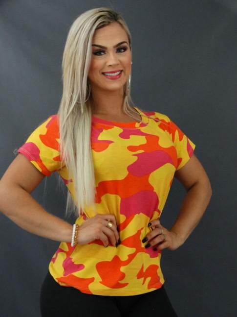 Blusa T-shirt Estampada em Viscolycra Camuflado Mostarda e Rosa [2103148]