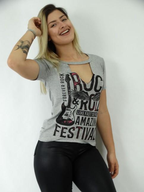 T-shirt em Viscolycra Recorte V Estampa Festival e Guitarra