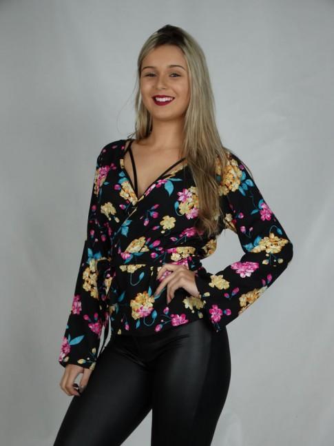 Blusa Kimono em Viscose Preto Flores