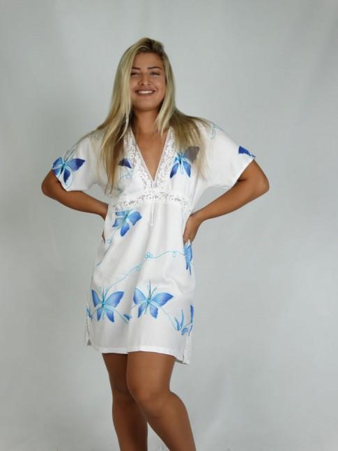 216 - Saída de Praia em viscose branca com aplicação frontal em renda branca e borboletas bordadas na cor azul