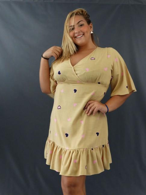 Vestido Plus Size Decote Transpassado em Viscolinho Bege Corações [2011139]