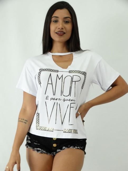 T-shirt em Viscolycra com Recorte V Estampa Quadro Amor e Para Quem Vive