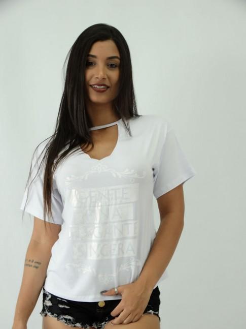 T-shirt em Viscolycra com Recorte V Estampa Gente Fina
