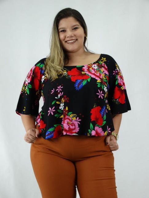 Blusa em Viscose Plus Size Estilo Morcego com Tiras Preto Flores Colors