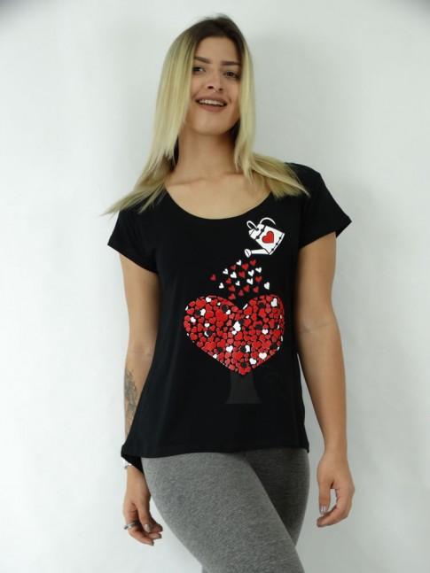 T-shirt em Viscolycra Mullet Estampa Regando Amor